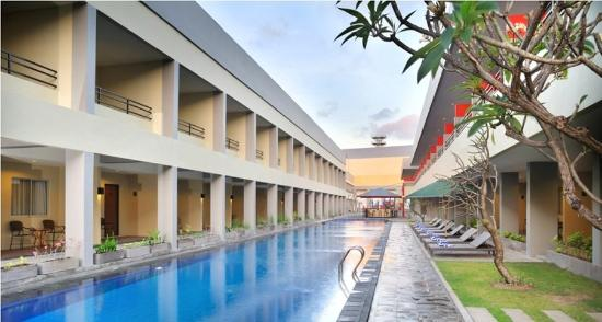 Kuta Station Hotel: Mainpool