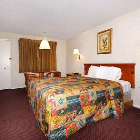 Economy Inn Ontario: Guest Room (OpenTravel Alliance - Guest room)