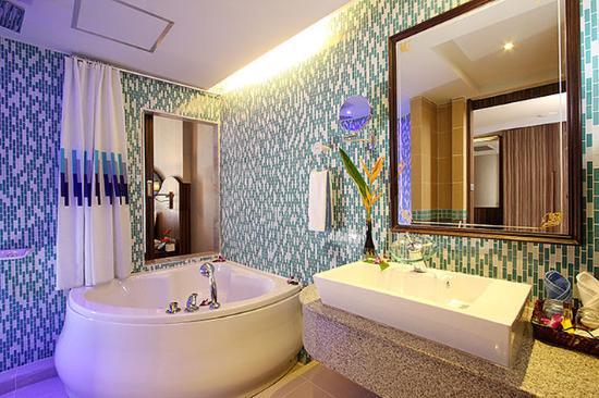 Blue Ocean Resort : Grand Deluxe Bathroom