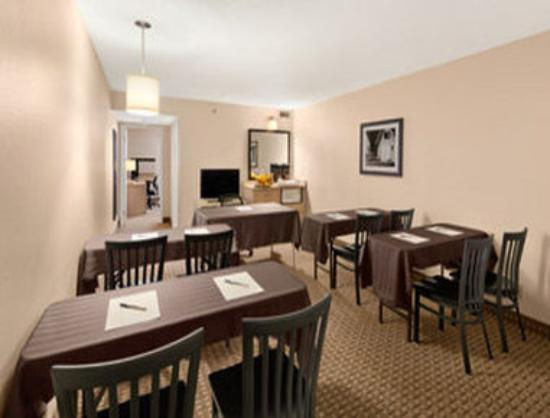 Travelodge Suites Halifax Dartmouth: Meeting Room