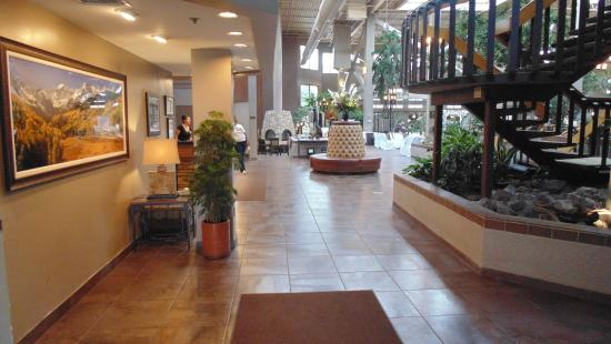 The Academy Hotel Colorado Springs: Atrium Entrance