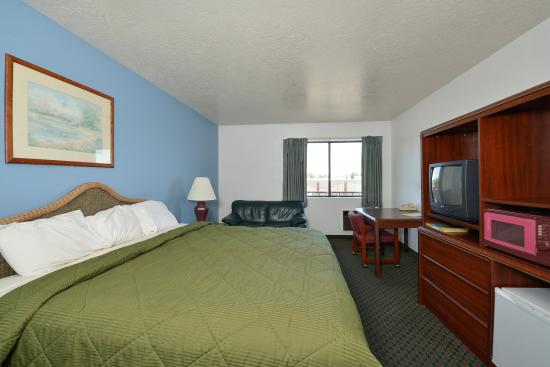 Americas Best Value Inn: One King Room2