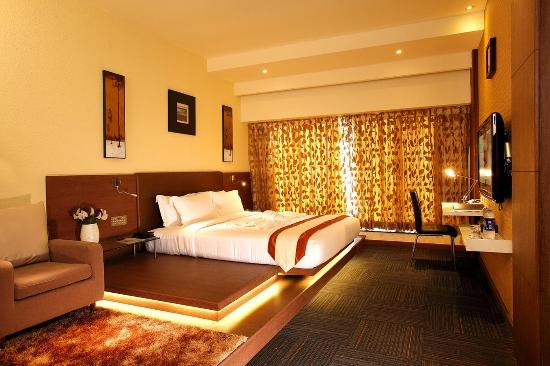 Flora Airport Hotel: Business Suite