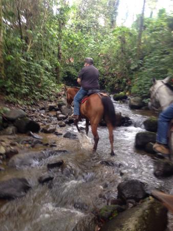 Cabalgata Don Tobias: Riding through creek beds