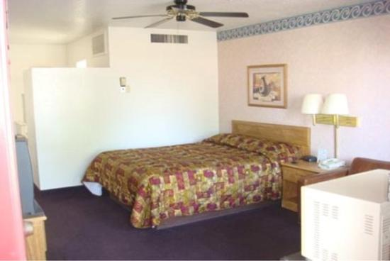 Carlsbad Inn: Room