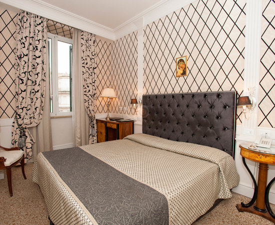 Boutique hotel trevi updated 2018 reviews price for A bedroom in the wee hours of the morning