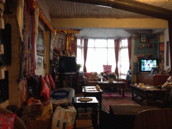 Snow Lion HomeStay: Livingroom