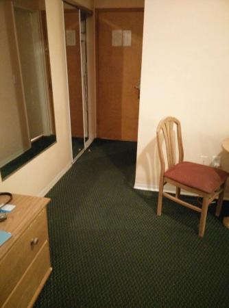 Geneva Hotel & Suites: smelly room