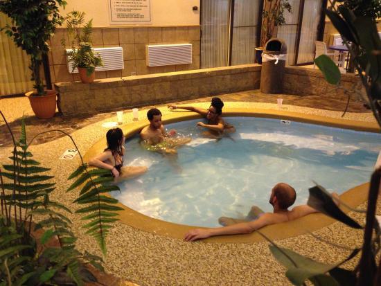 BEST WESTERN Kelly Inn: Hot tub time!
