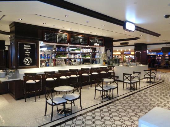 Bar At Fulton Street Food Hall In Harrah S Las Vegas