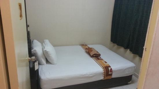 Kota Lodge: Double Room with Fan and Shared Bathroom