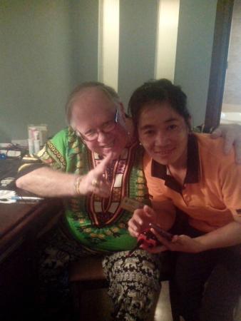 Siam Society Hotel & Resort Bangkok: Avec une jeune femme du Myanmar qui vient faire les chambres