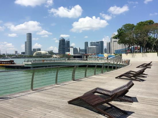 vista da Marina Bay shopping center