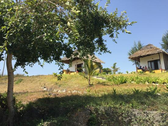 Domokuchu Beach Bungalows : Standard Bungalow up the hill