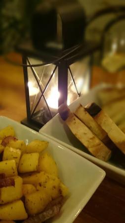 Mo Mambo: Candle light