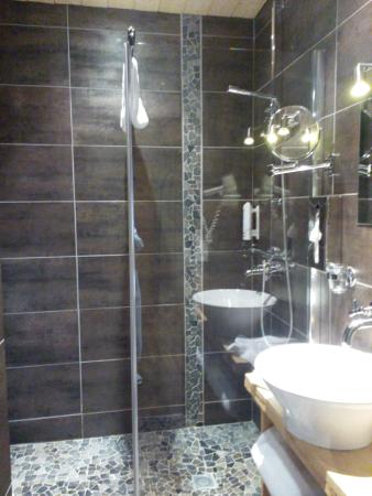 salle de bain picture of grand hotel spa de gerardmer gerardmer tripadvisor. Black Bedroom Furniture Sets. Home Design Ideas