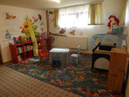 Hotel Pension Helios: Children's  playroom