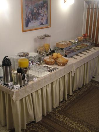 Hotel Pension Helios: Buffet breakfast