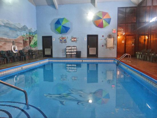 Baymont Inn & Suites Pigeon Forge: Newly Remodeled Indoor Pool