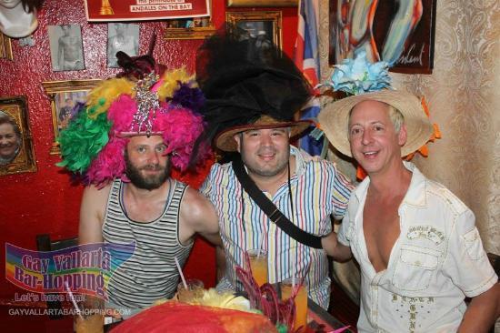 Gay Vallarta Bar Hopping: Trying on the many hats at Reina's