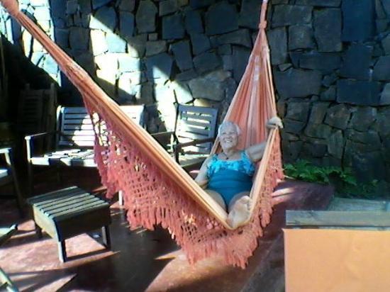 Passaro Suites Hotel: espacio verde con piscina y quincho