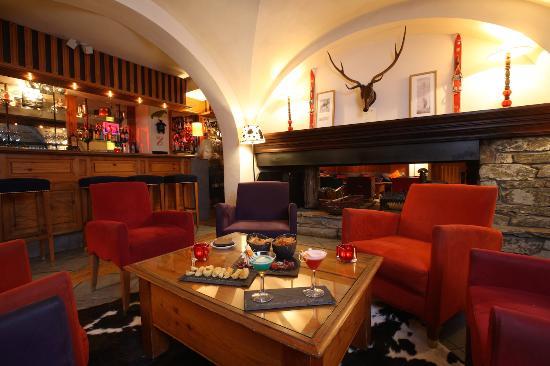 Hotel la Savoyarde: Un petit moment de détente et de partage autour de la cheminée de l'hôtel
