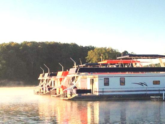 Shelbyville, IL: Houseboat Vacation Fleet