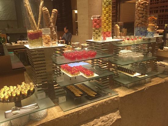 Sheraton Seoul Palace Gangnam Hotel: Dessert options pic 1