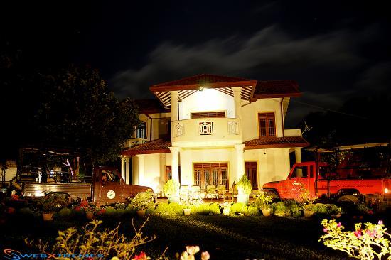 Lalo's Clock Inn