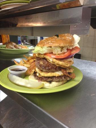 Burgundy Square Cafe: Best burger around