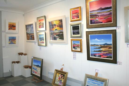Galleria Luti : Vibrant exhibitions