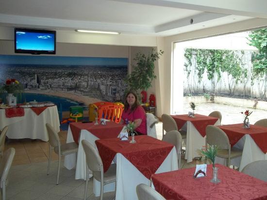 Etoile Hotel: Comedor