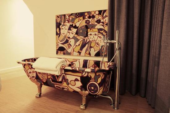 Art Hotel Dulac: Bathroom Suite