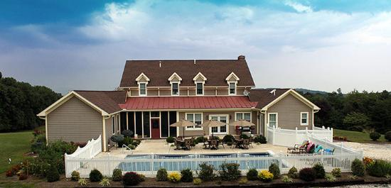 The Country Inn at High View, LLC: Grounds and Pool