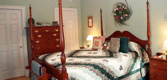 The Country Inn at High View, LLC: Pine Room
