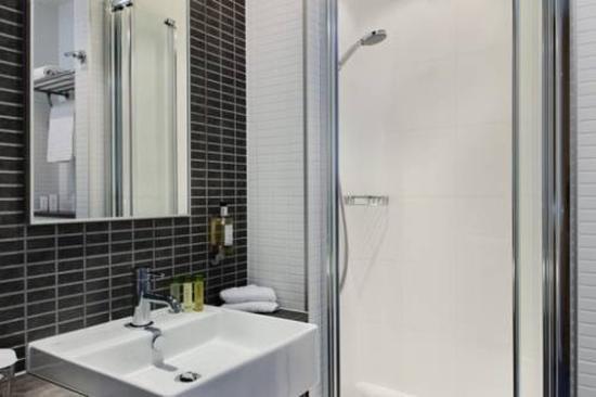 DoubleTree by Hilton Hotel Amsterdam Centraal Station: Bathroom