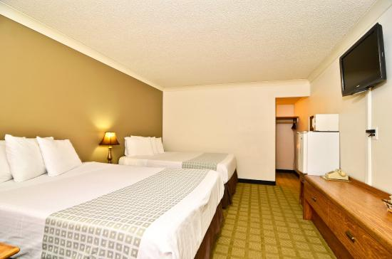 Americas Best Value Inn St. Helens: One Queen One Double
