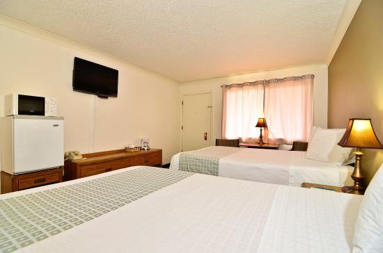 Americas Best Value Inn St. Helens: One Queen One Double Two