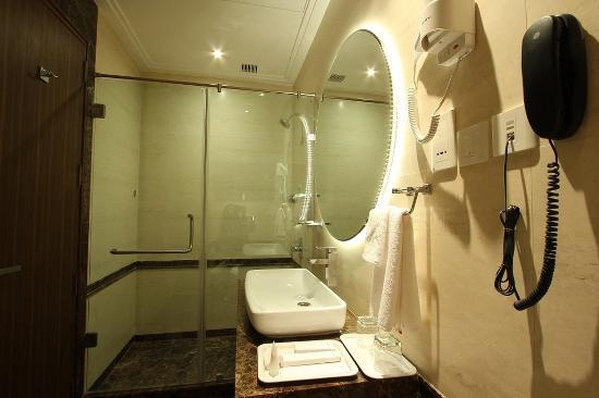Riverview Hotel : Deluxe Bathroom