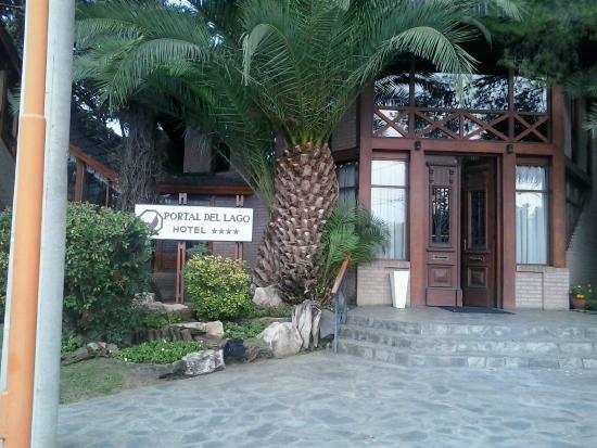 Portal del Lago Hotel: frente del hotel