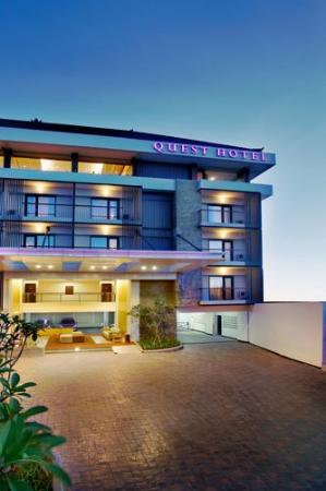 Quest Hotel Kuta: Exterior