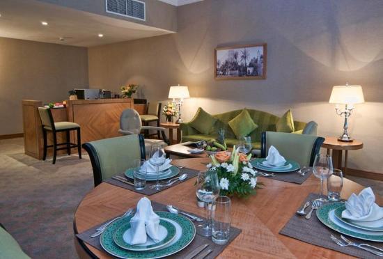 Retaj Royale Doha: Retaj Royale Royal Suite Living Room With Kitchen