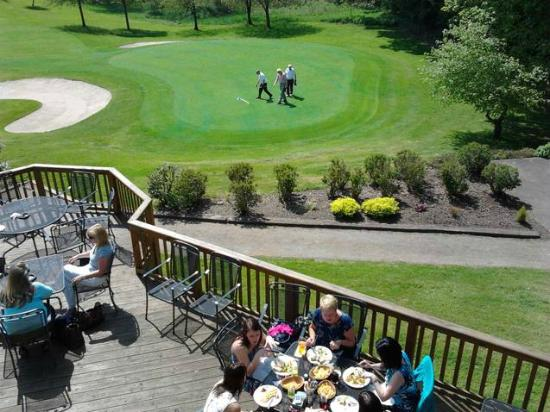 Dunblane, UK: Lunch on the deck @ DNGC