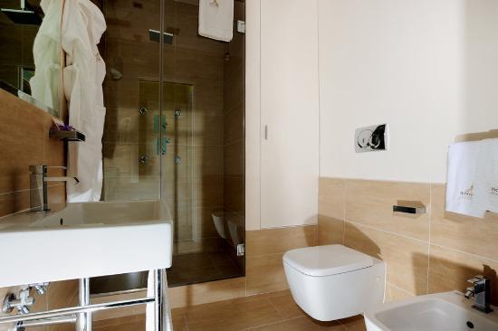 Roma Dreaming: Bathroom