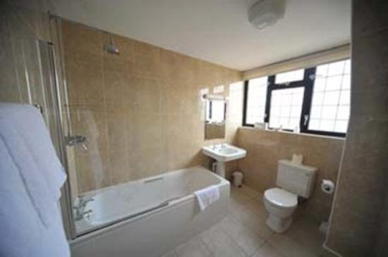 The Cooden Beach Hotel: Cooden Beach Bathroom