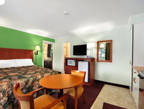 Knights Inn Arnprior : Guest Room