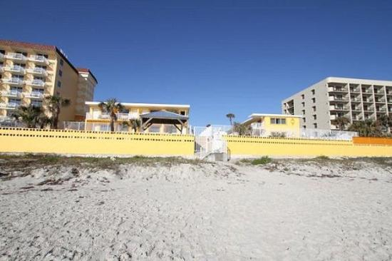 OceanFront Inn and Suites: Beach