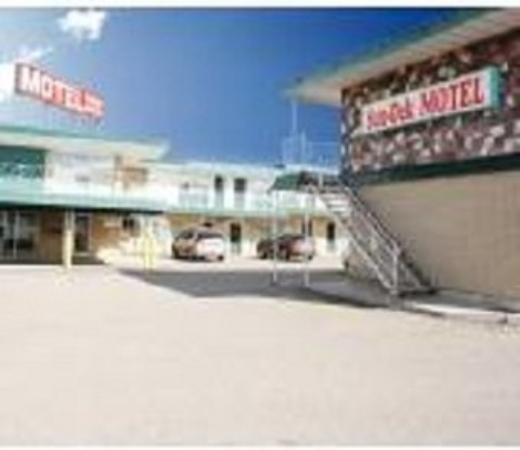 Sun Dek Motel: Front Area