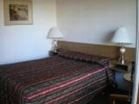 Sun Dek Motel: Bed