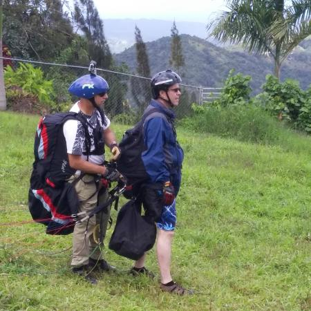 Paragliding Puerto Rico : Gearing up for my flight
